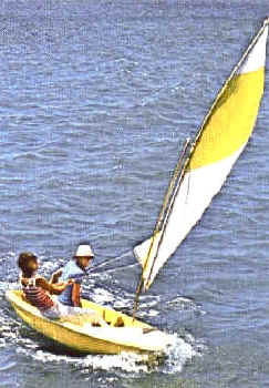 Sunflower 3.3 Sailboat on the lake in Action